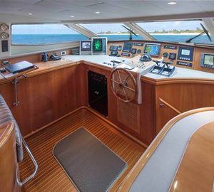 Motor Yacht GRAND BAROSSA - Wheelhouse