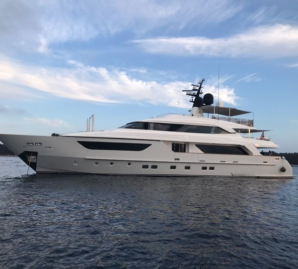 San Lorenzo Yacht AWOL   Main. Luxury yacht charter specials   superyacht price discounts and