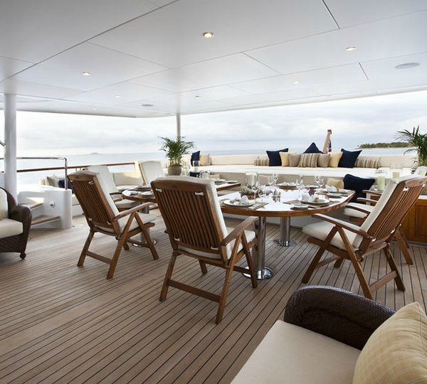 Premier Aft Deck Eating/dining On Board Yacht NOBLE HOUSE