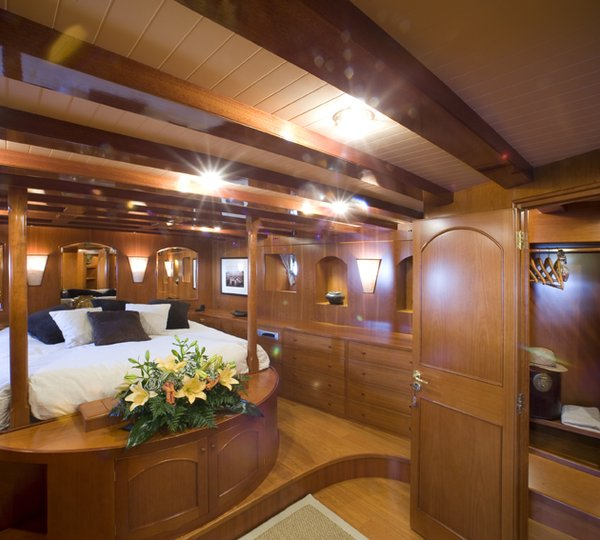 Classic Yacht OVER THE RAINBOW   Master Cabin