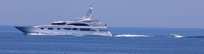 Yacht QM OF LONDON Underway - Image by liveYachting