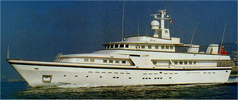 Luxury Motor Yacht IL Cigno at anchor