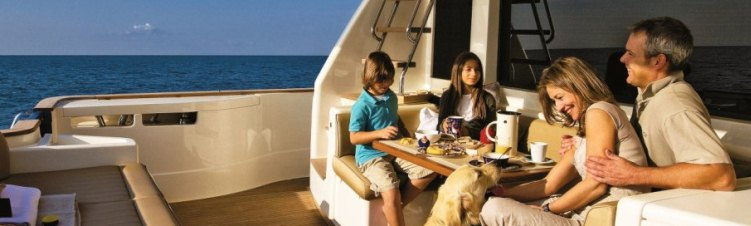 Mochi Craft 23 motor yacht with Family