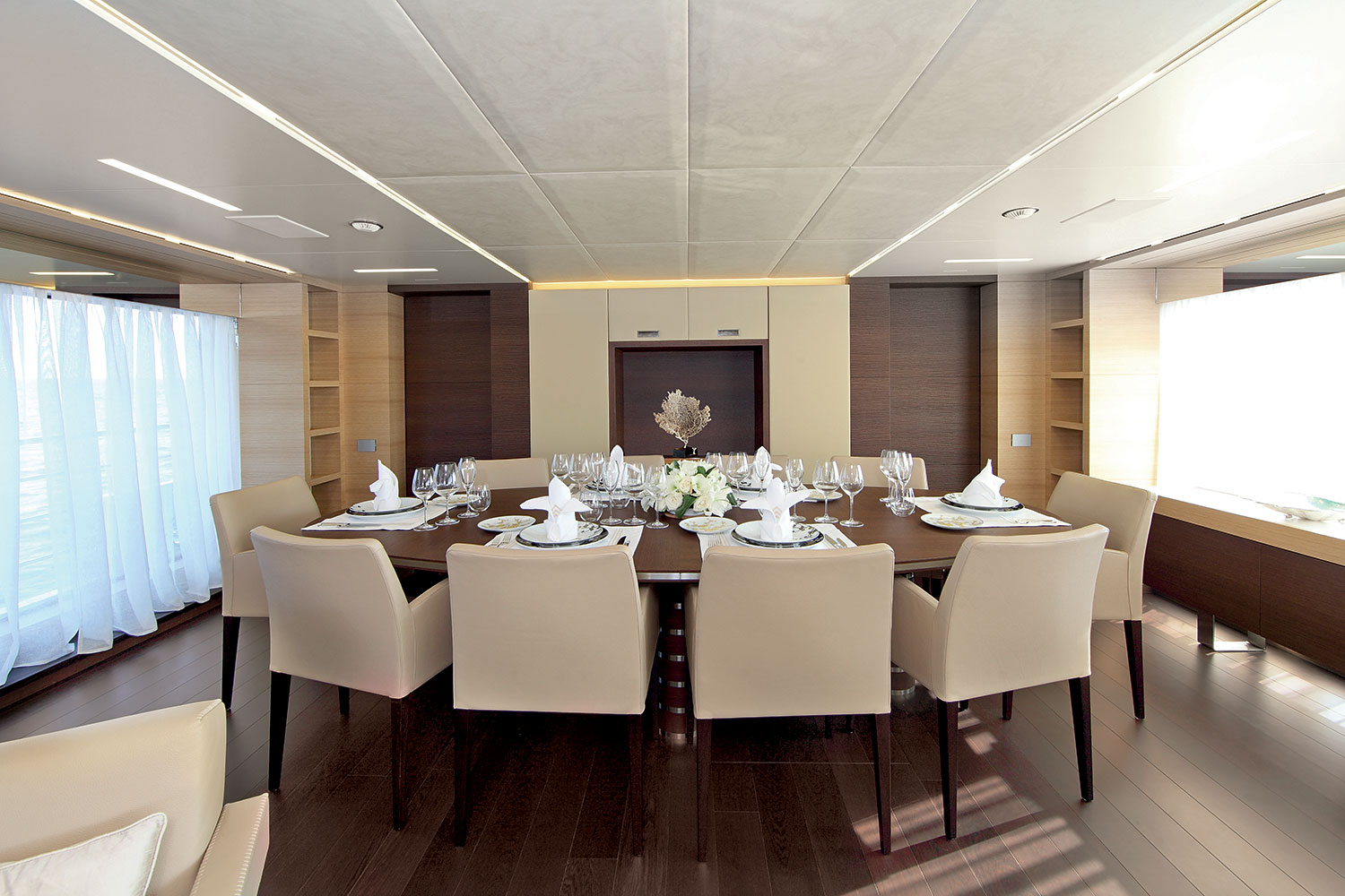 Dedicato a new yacht operation programme by benetti for Dining room operations