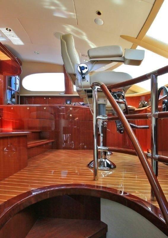 TRES HERMANOS III Master Bath – Luxury Yacht Browser