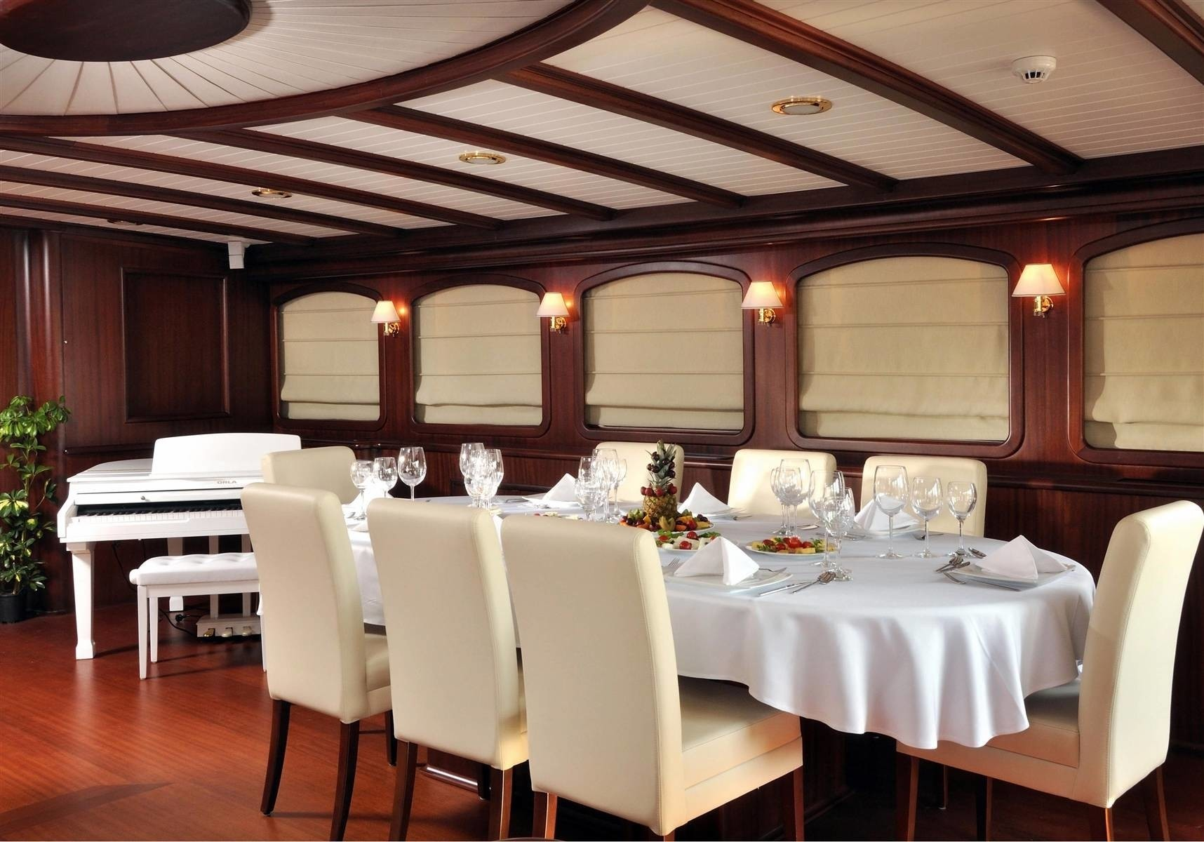 Restaurant Furniture Regina : Regina yacht charter details sailing