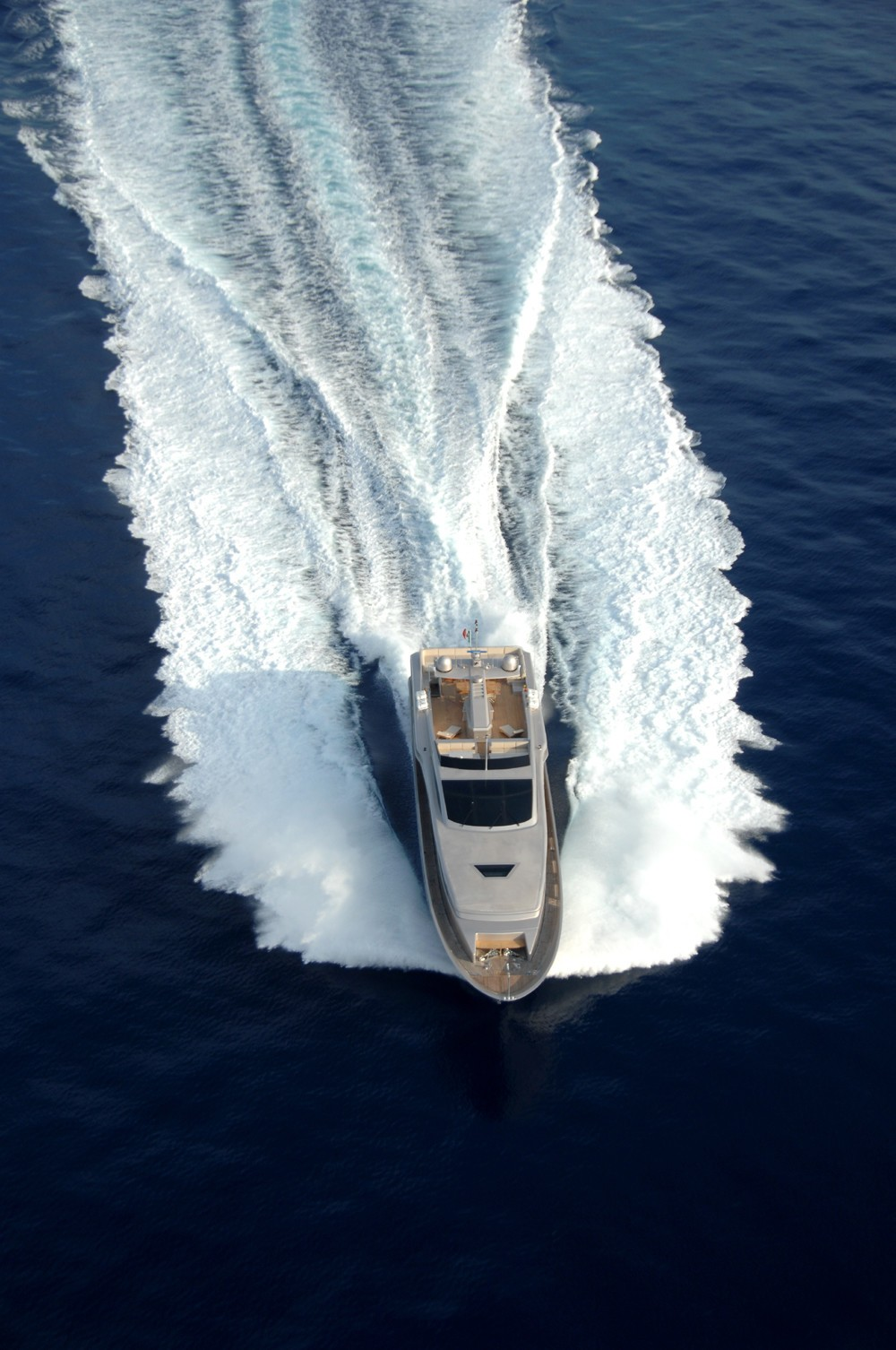 40 Luxurious Grand Foyers For Your Elegant Home: AQUA Yacht Charter Details, Admiral 40