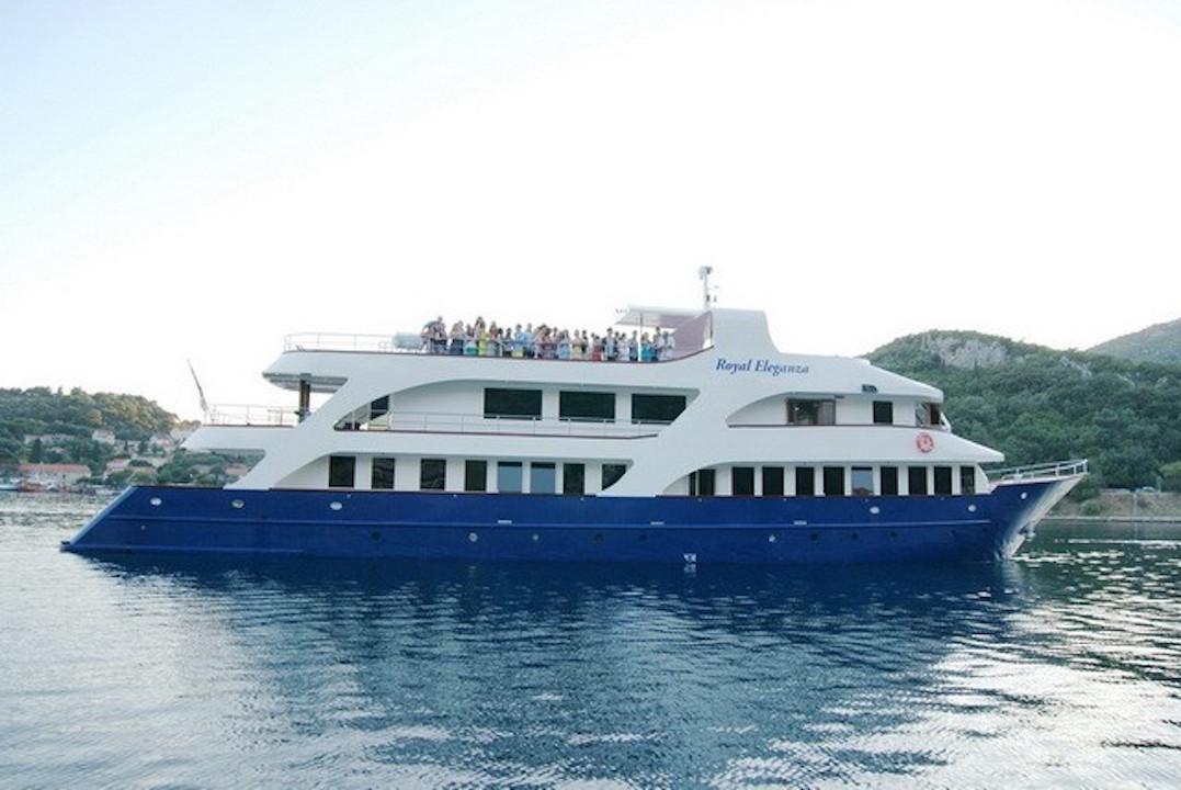 Royal eleganza yacht charter details mini cruiser for Motor yacht charter croatia