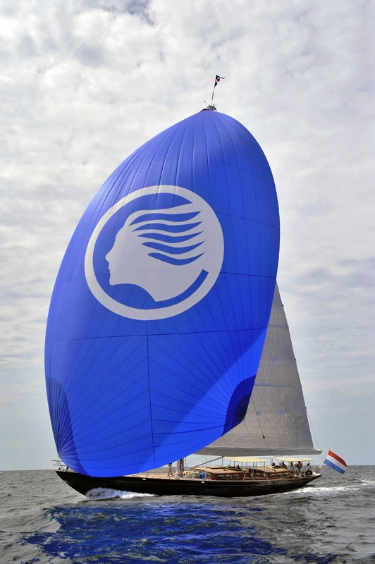 how to raise a spinnaker