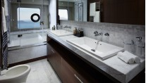 1-88 Motor Yacht - Owners Bathroom