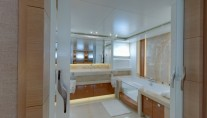 1-Belle de Jour Yacht - Bathroom