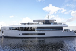1-Feadship Hull 692 - side view