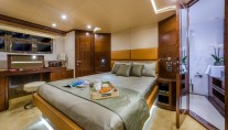 1-Luxury yacht Majesty 70 - Owners Stateroom