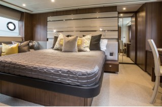1-Motor yacht S72 - Owners Stateroom