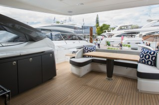 1-Princess S72 Yacht - Cockpit