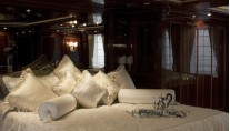 10  yacht ROMANCE owner cabin