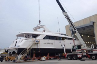 100 RPH superyacht Hull no. 2 at Hatteras Yachts