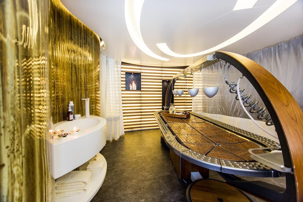 saluzi yacht charter details austal charterworld luxury. Black Bedroom Furniture Sets. Home Design Ideas