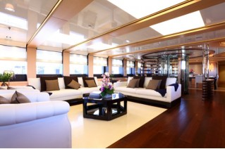 2 Ladies Yacht - Interior