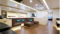 30m luxury yacht Hamilton - Saloon-001