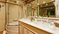 5 FISHES -  Master Ensuite