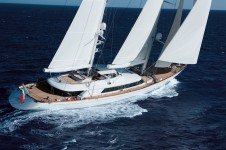 56m Luxury charter yacht Rosehearty.png