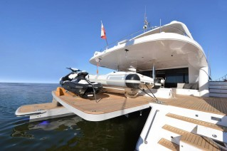 70 Sunreef Power Yacht BLUE BELLY equipped with a hydraulic platform