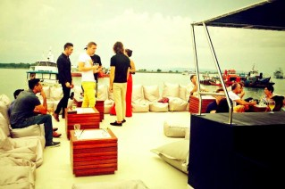 A party on board superyacht Dragoon 130.png