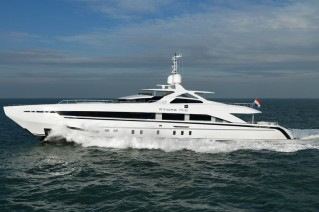 AMORE MIO by Heesen at full speed - Photo by Dick Holthuis