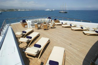 ANASTASIA SUPERYACHT BY OCEANCO - SUNLOUNGERS.png