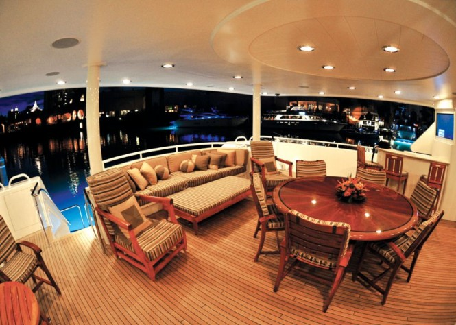 ARIOSO -  Aft Deck at Night