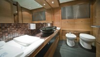 Abacus 86 Owners bathroom