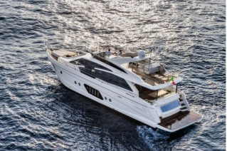 Absolute 72 Fly Yacht - Aft View