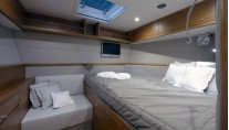 Accommodation - sailing yacht REINA by Oyster