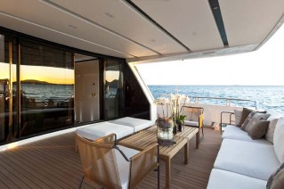 Al fresco area on the superyacht SL 100 New .png