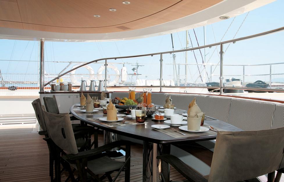 Al fresco dining - 56m charter yacht Rosehearty