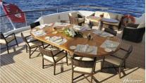Al fresco dining offered by the superyacht Mirgab VI by Hakvoort