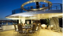 Al fresco dining on board of the stunning Yacht Eminence