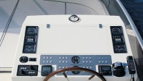 Amer 86 JAUNI -  Flybridge Helm
