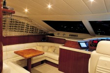 Amer 86 JAUNI -  Forward Dining and Helm