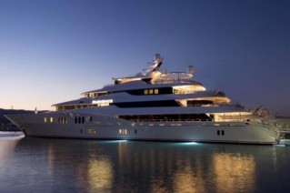 Another-view-of-Eminence-sistership-to-78m-AR-yacht-C2-and-superyacht-Amaryllis