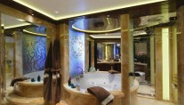 Apostrophe Yacht - Bathroom