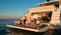 Azimut 77S Yacht - Beach area and garage