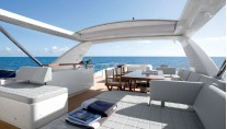Azimut 88 Motor Yacht - Cocktail Area