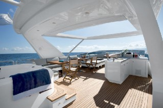 Azimut 88 Motor yach - Dining Area on the flybridge.png