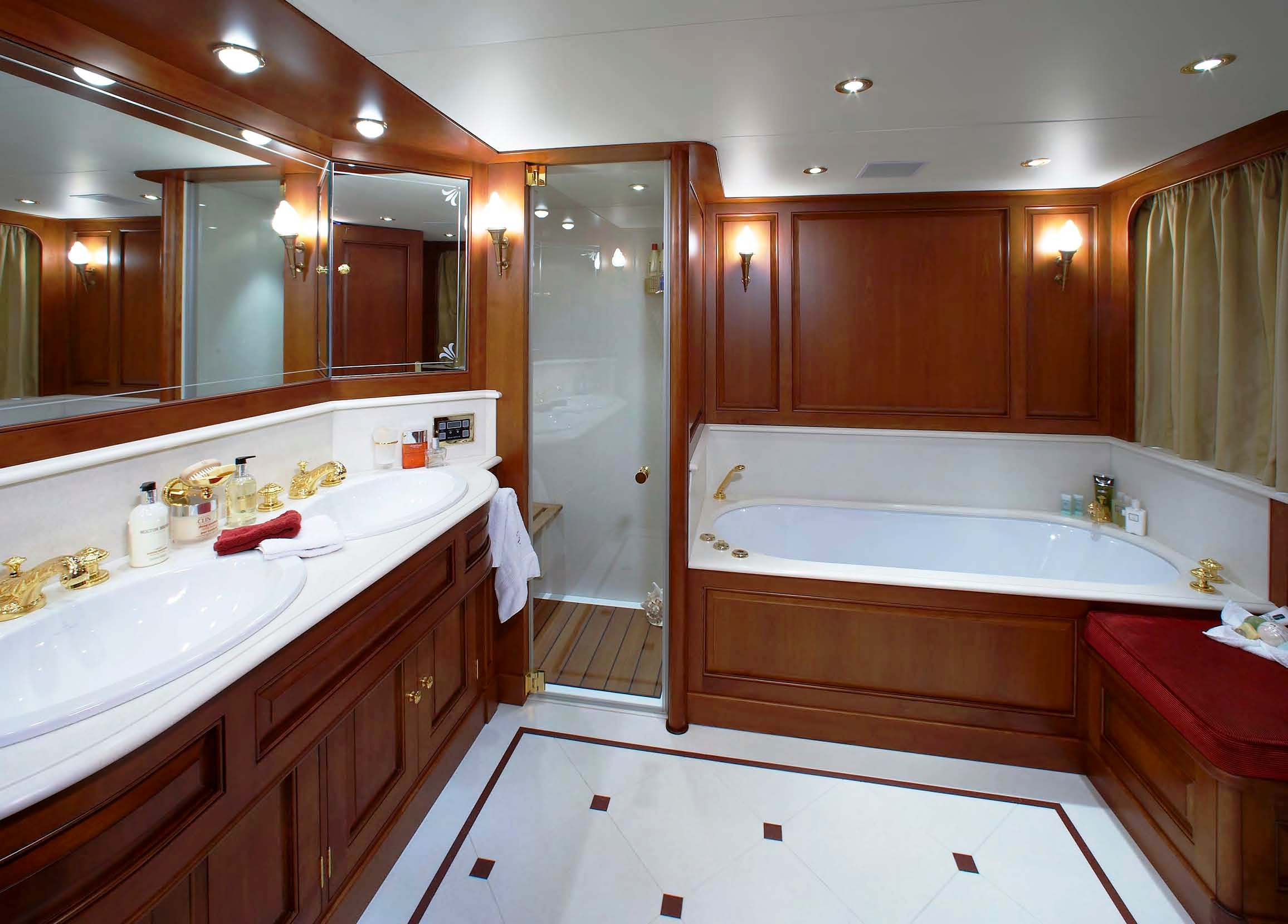 Luxury Yacht Charter Yacht BLUE ATTRACTION Master Ensuite Diana