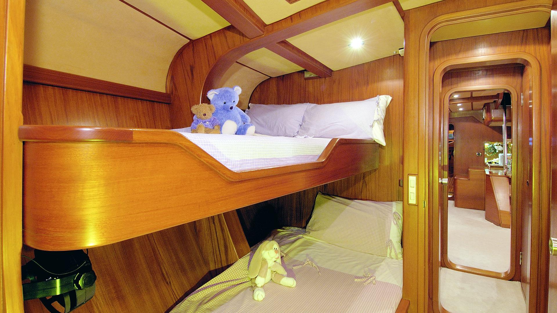 Luxury superyacht keyla interior by hot lab luxury yacht charter - Baltic Yacht Midnight Sun Of London Forward Bunk Cabin
