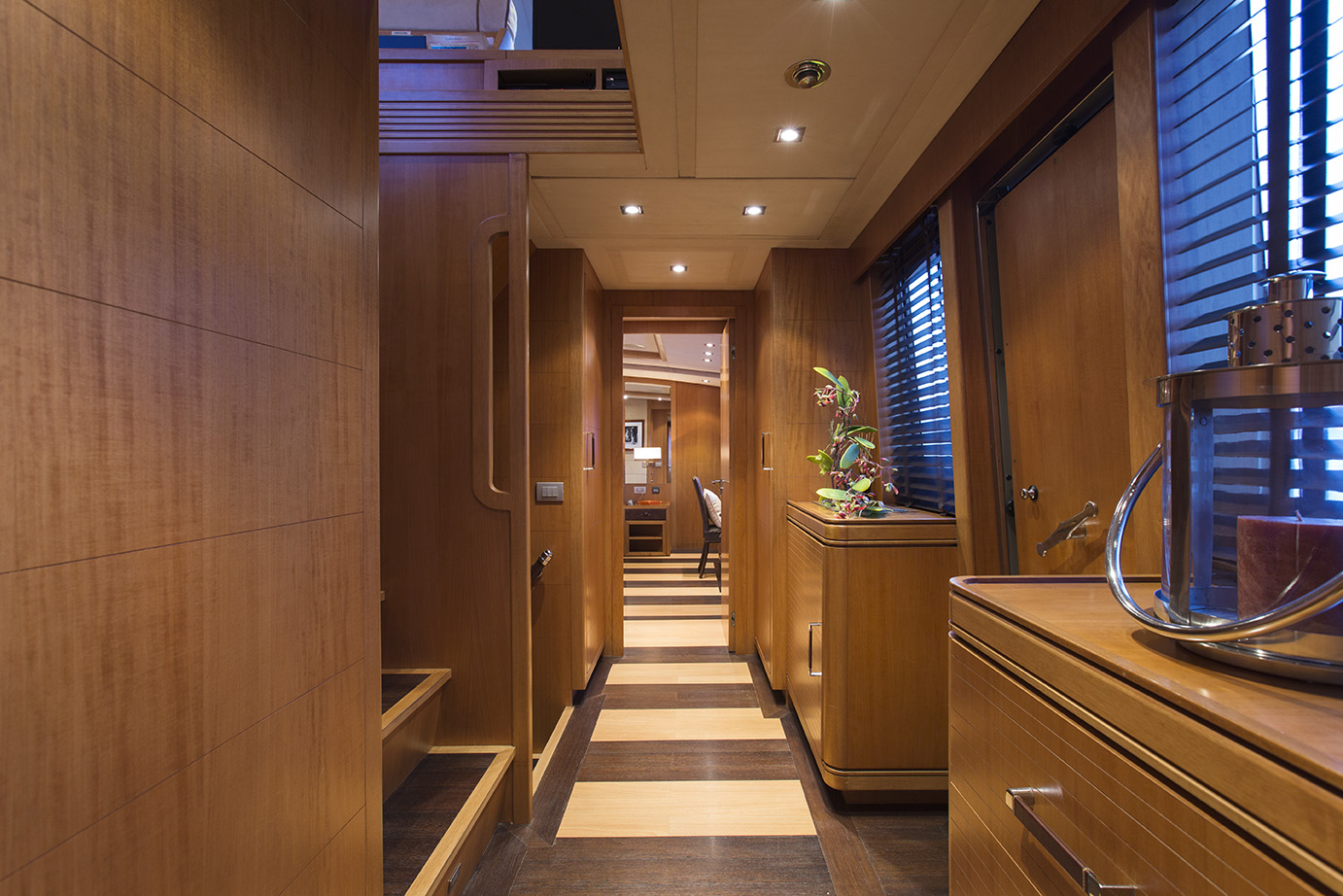 Foyer Luxury Yacht : Cappuccino foyer luxury yacht browser by