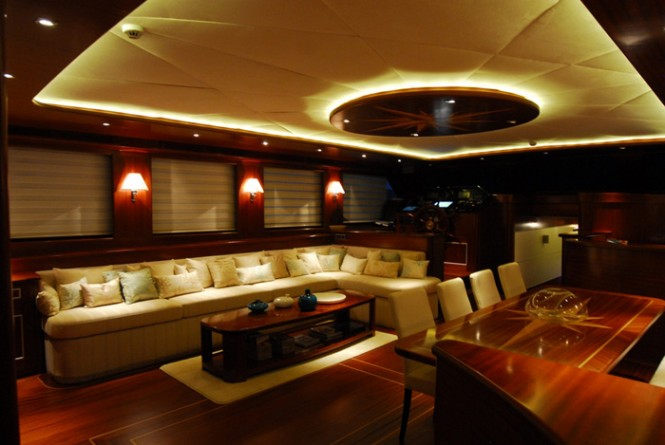 Luxury gulet luxury yacht charter superyacht news for Salon carpe reims