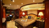 CRYSTAL LADY Master Suite